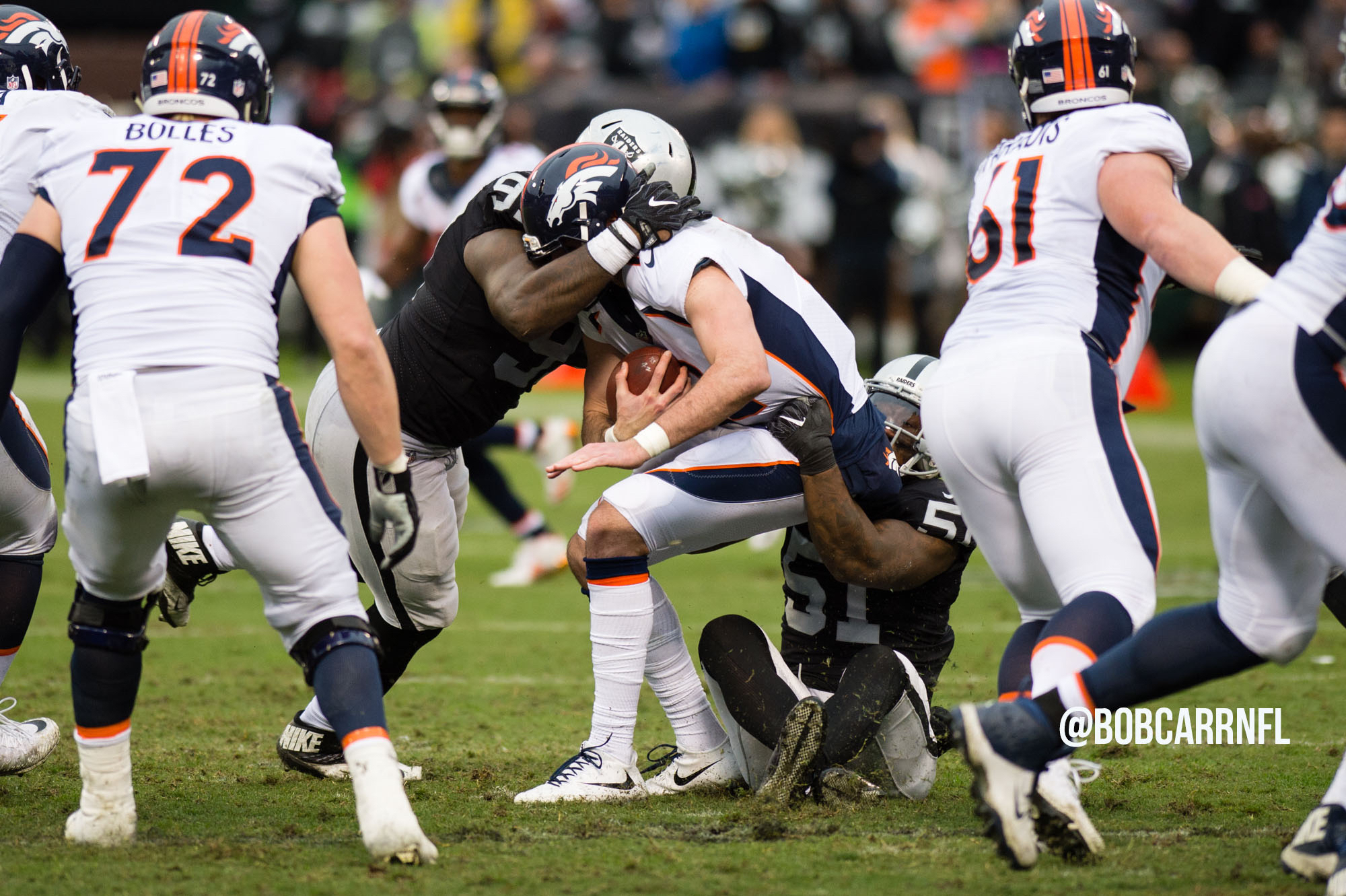 Raiders stay in playoff hunt with win over Broncos