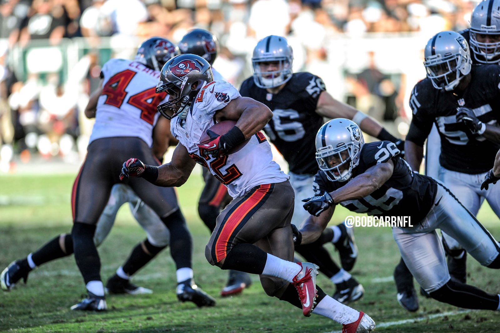 Raiders sign running back Doug Martin