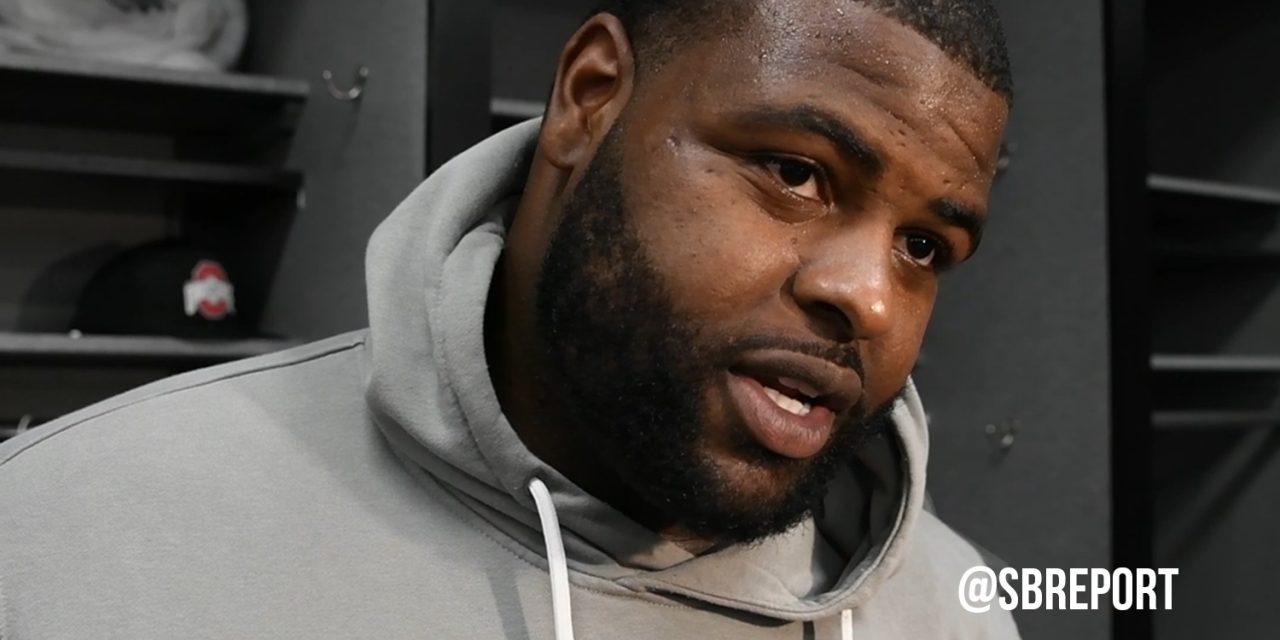 Raiders keep defensive piece in Oakland